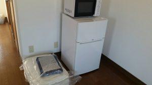 レンタルで納品した冷蔵庫・電子レンジ・布団セットの写真