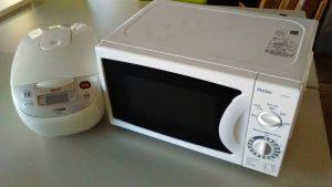 レンタルで納品した電子レンジと炊飯器の写真