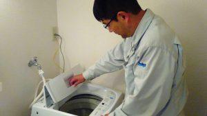 レンタルで納品した洗濯機とお客様の写真